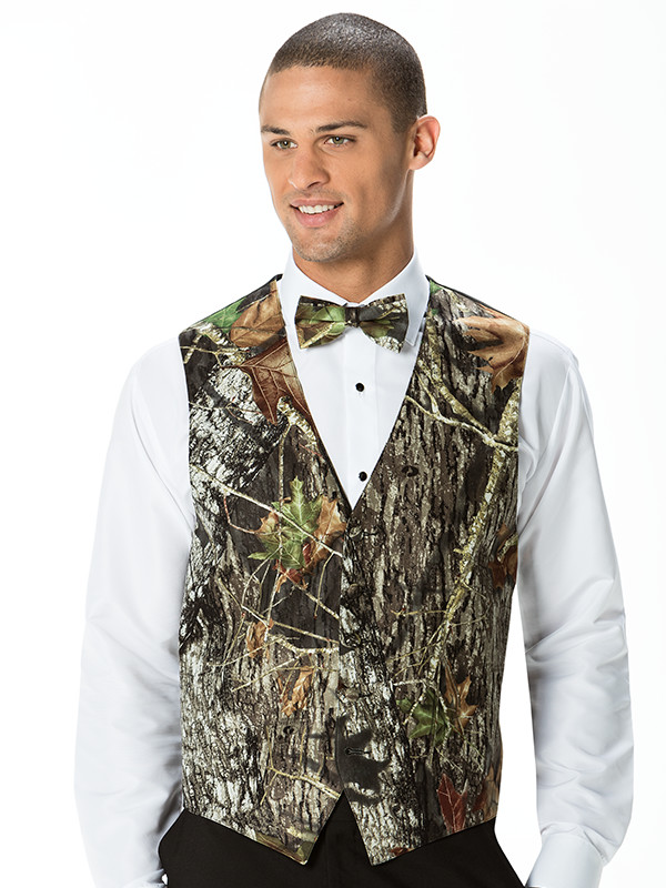 Mossy Oak Break-Up® Vest and Bow Tie