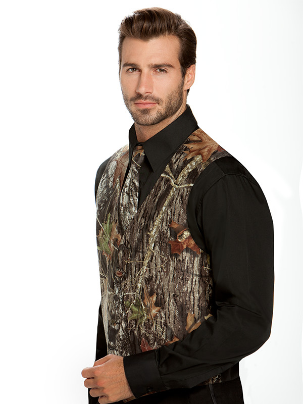 Mossy Oak Break-Up® Vest and Windsor Tie